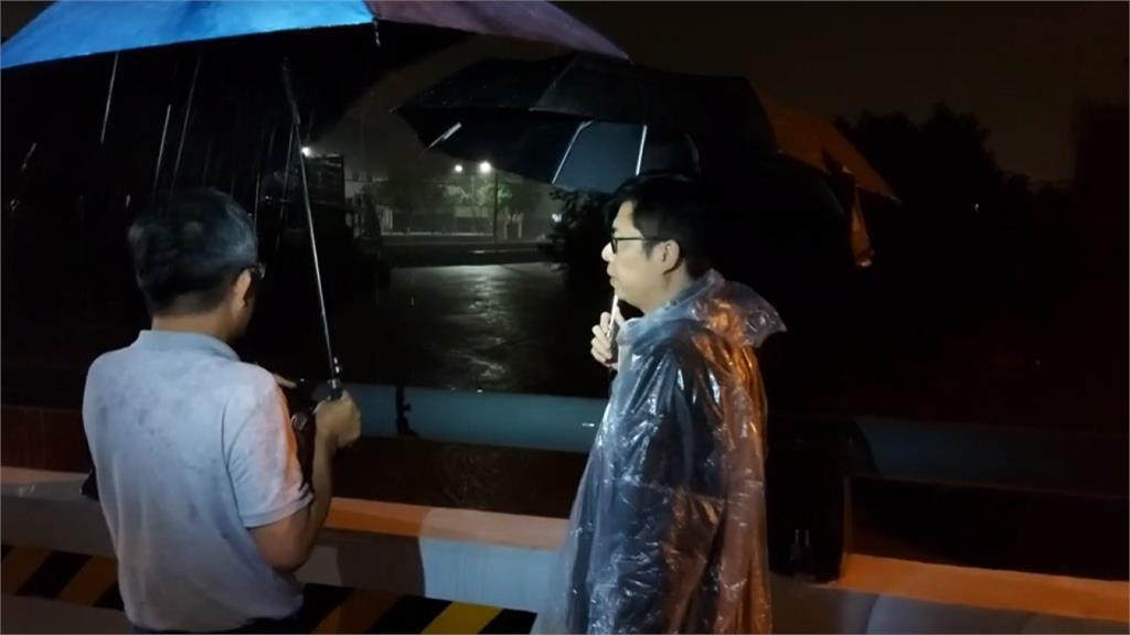 陳其邁回高雄勘災 網友:真正的市長回來了