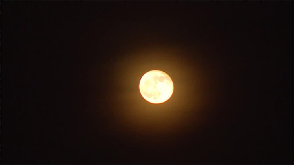 15年最大「火星衝」!民眾衝台東觀血月