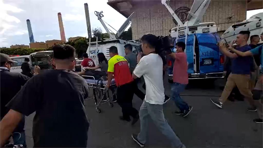 絕食靜坐抗議中火 議員熱暈厥遭強制送醫