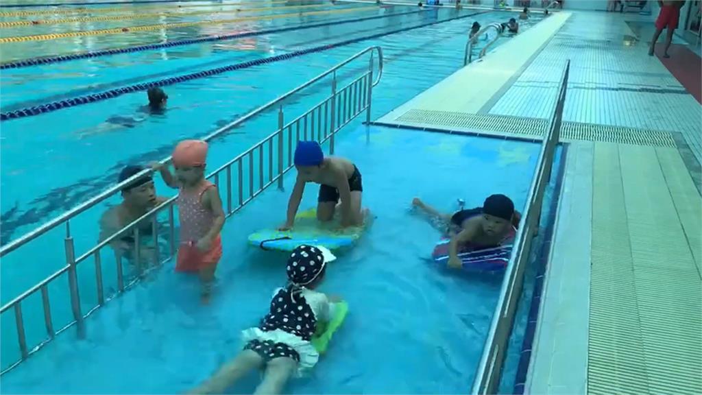 7/1才開幕!民眾控蘇澳運動公園泳池有蟑螂、水浮油