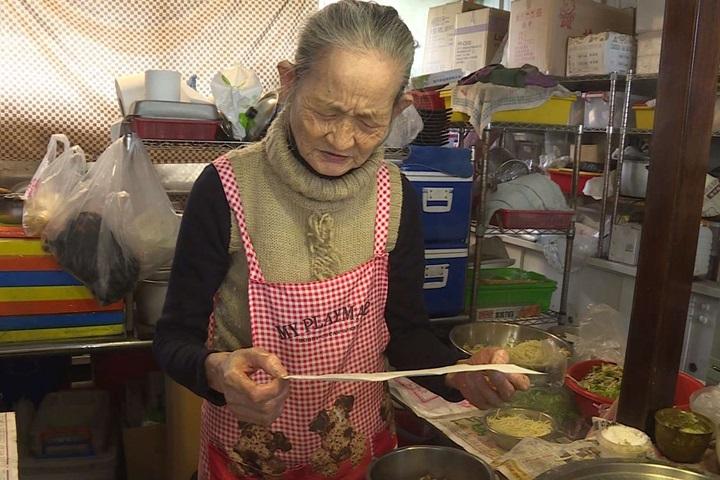 85歲小吃店愛心婆婆收到借錢信 本人這樣回
