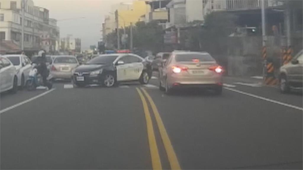 窃车贼撞警车 员警围捕束手就逮