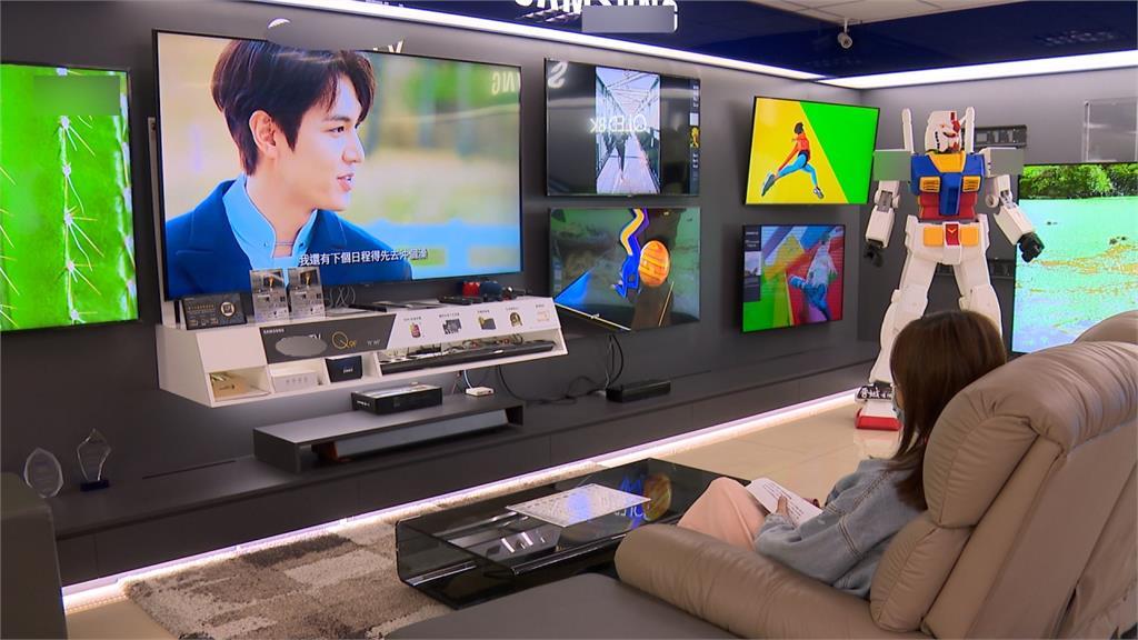 宅經濟發酵!業者鎖定金字塔客層 推出100吋高單價電視