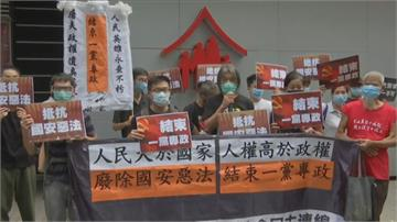 民主人士七一升旗前抗議 港警立即現身關切