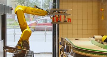 俄推自動化速食店 港餐廳機器人做菜