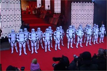 「星際大戰8」倫敦首映 威廉、哈利紅毯搶鋒頭