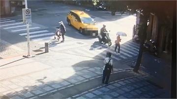騎士按喇叭示警 竟遭計程車逼車追撞