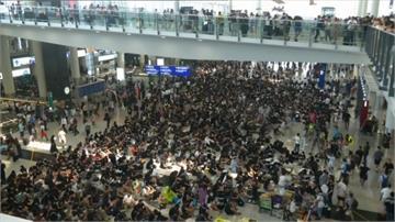 反送中/香港「萬人接機」抗爭 林鄭月娥回應:不讓步