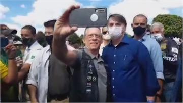 巴西總統第四採陽轉陰 與支持者自拍再惹議