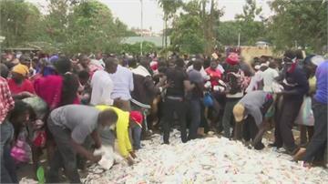 千人搶發放物資!肯亞貧民區踩踏多人傷 警發射催淚瓦斯