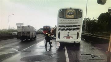 國道遊覽車追撞貨櫃車 進香客11傷
