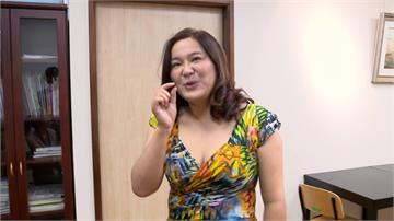 陳玉珍低胸深V洋裝上陣 讚賴品妤辣照:年輕又漂亮