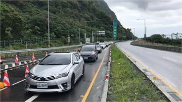 出遊搭大眾運輸怕增感染風險!連假高速公路湧大量車潮