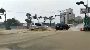 快新聞/「哈格比」炸北台 何志偉:士林人快移車!淡水也積水