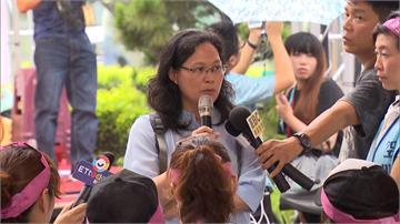 長榮空服雨中靜坐 北市勞工局長賴香伶到場聲援