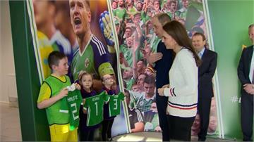 威廉王子訪北愛爾蘭 與凱特王妃秀球技
