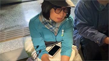 快新聞/宣傳車麥克風手遭受威脅 蘇治芬派出所靜坐抗議