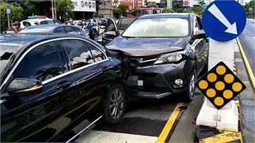 快新聞/台南安平2轎車追撞 後方車輛駕駛無呼吸心跳