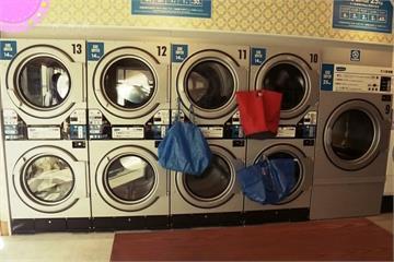 自助洗衣店大變身! 等待時間還能「攀岩」