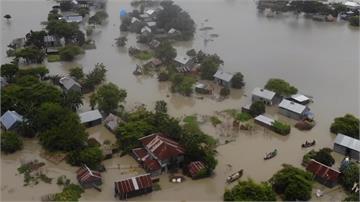 雨彈襲印度!新德里成汪洋 阿薩姆至少2400座村莊被淹沒
