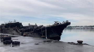 火燒船後沒人理? 一個半月後殘骸仍停港邊