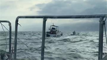 龜山島外海遊艇失去動力 幸獲海巡拖回