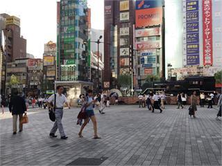 快新聞/日本單日確診「連3天破千」 今增1557例再創新高