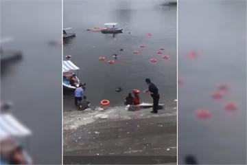 快新聞/中國貴州「公車撞壞護欄衝入水庫」 車上載有學生傷亡不明