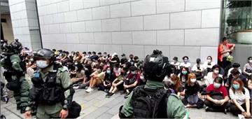 快新聞/港版國安法表決前夕 港民上街抗議180人被捕