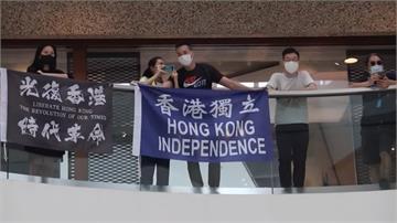 高喊「光復香港」港人發起商場快閃抗議