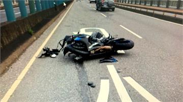 砂石車故障路邊檢查 女騎士撞上車斗不治