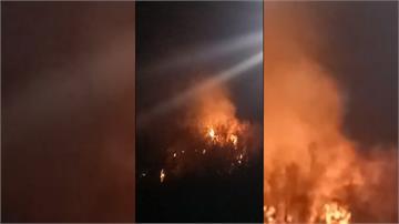 高雄美濃驚傳火燒山  「狂燒18小時」直升機吊掛水袋灌救