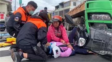 撞上砂石車 老婦人被夾在砂石車與機車之間