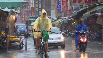 熱低壓挾大雨 蘭嶼掀兩樓高大浪