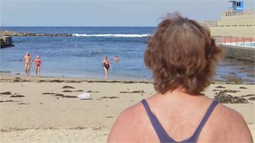 游泳是防疫最佳良藥!77歲澳洲泳客解封衝海灘