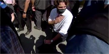 快新聞/杜魯道罕見現身示威場合 單膝跪地抗議佛洛伊德之死