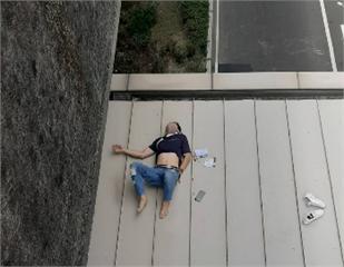 快新聞/台1高架自撞 男子詭異摔5公尺高新莊副都心捷運站上方