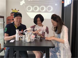 吳皓昇、文汶分享閨房情趣 直播尺度全開超害羞