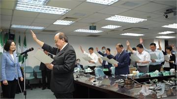 民進黨中常委宣誓就職 綠委夜審法案太累「打瞌睡」