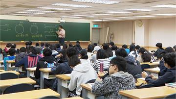 開學隔天就模擬考 九年級生年假苦讀