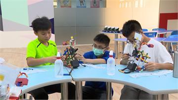 感測體溫噴灑酒精 防疫機器人把關學童衛生