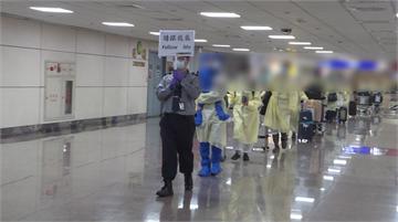 快新聞/華航印度包機凌晨載回129人…分3批前往檢疫所 台商直呼:回來心情好!