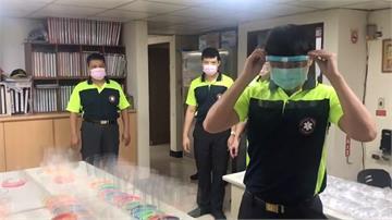 國中生課餘製3D「防疫面罩」 暖心送打火弟兄