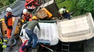 貨車自撞山壁駕駛卡車內 蘇花雙向一度封閉