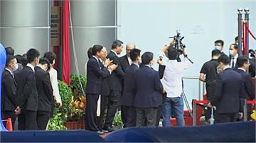 北京駐港公署掛牌揭幕 正副署長亮相