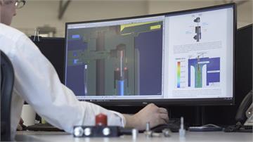 F1各車隊休兵不訓練 100個小時內研發出新型呼吸器抗疫