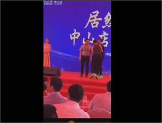 快訊/港星任達華出席活動 遭男子持刀猛刺腹部送醫