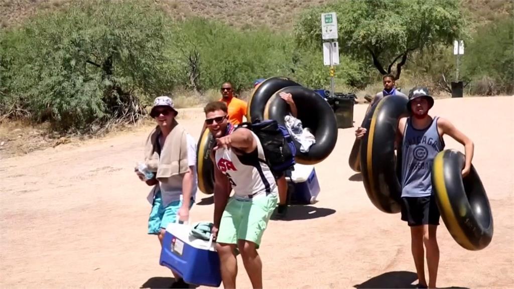 美國河邊避暑遊客爆量 專家憂心疫情擴散