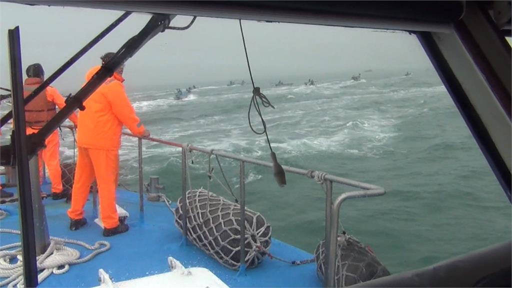 中國漁船闖我海域捕魚!海巡擊發霰彈槍驅趕