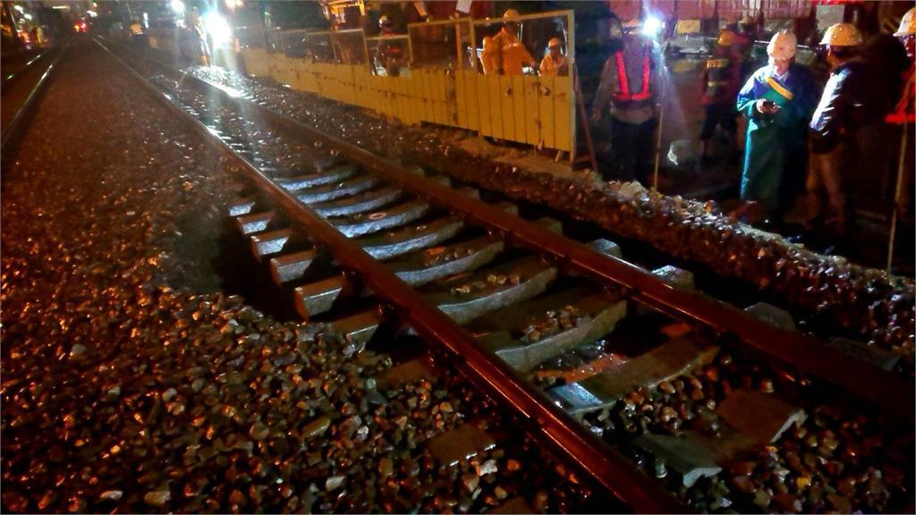 快訊/豪雨掏空路基 台鐵台南-中洲間改單線雙向行車